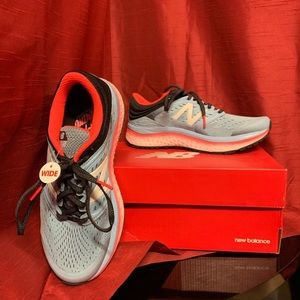 New Balance Running Course Size 8.5 WIDE
